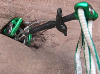 Kletterausrüstung Sicherung : Mobile sicherung beim klettern